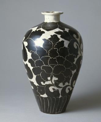 重要美術品 白釉黒花牡丹文梅瓶